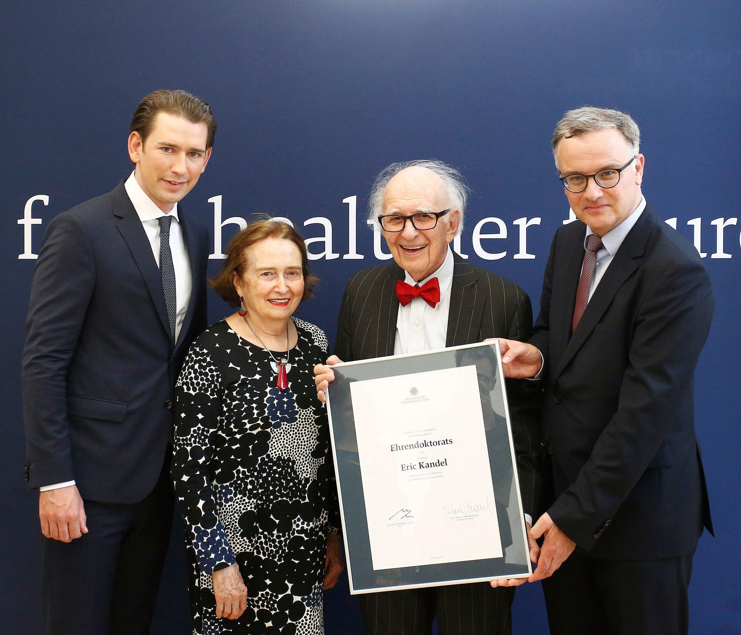 from left: Chancellor Sebastian Kurz, Denise and Eric Kandel, MedUni-Rector Markus Mueller