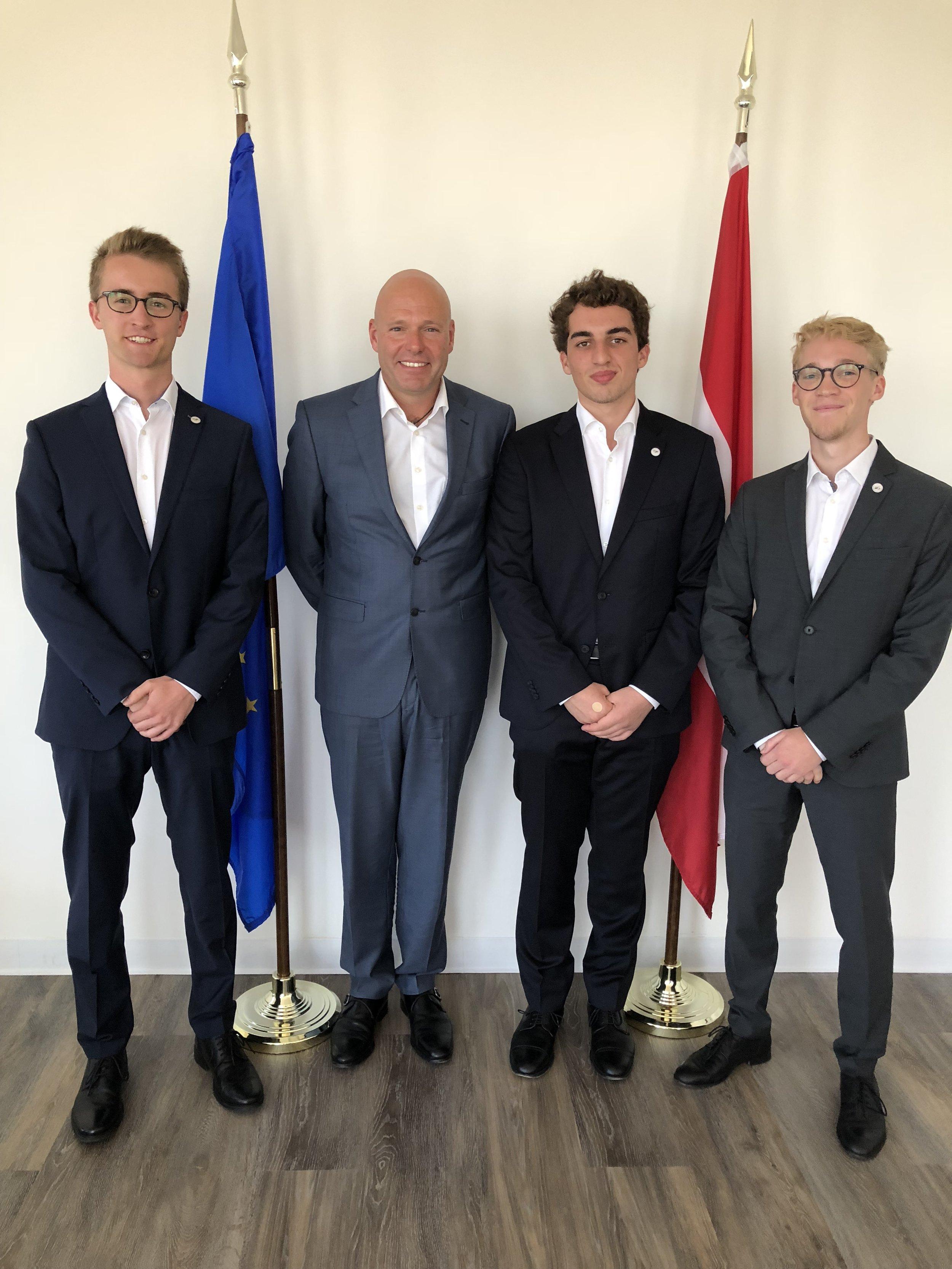 From left: Fabian Lahninger, Consul General Andreas Launer, Matteo Kramer, Paul Niemand