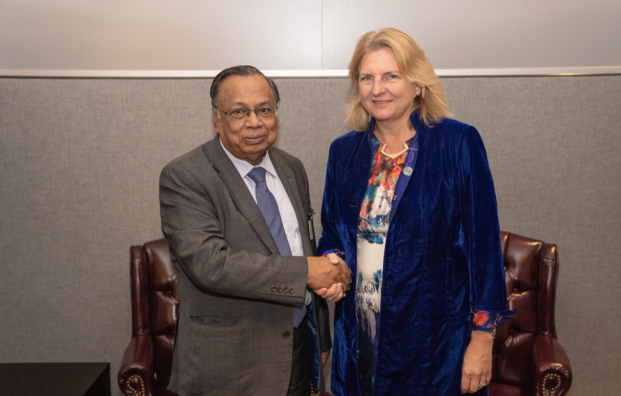 Foreign Minister Karin Kneissl in a bilateral meeting with her counterpart, Foreign Minister of Bangladesh, Abul Hassan Mahmood Ali (c) Austrian Ministry of Foreign Affairs