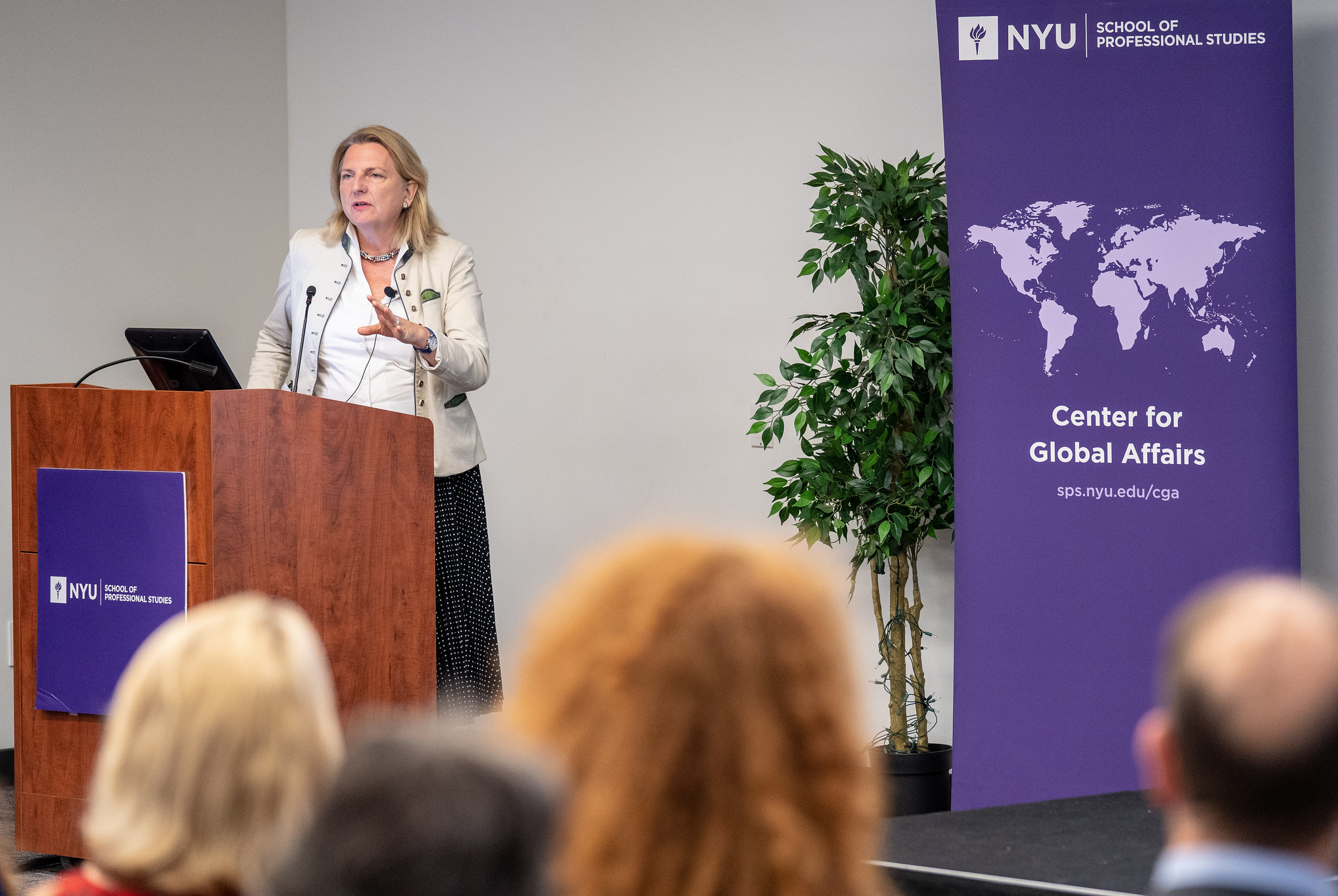 Foreign Minister Karin Kneissl giving a guest lecture at NYU (c) Austrian Ministry of Foreign Affairs