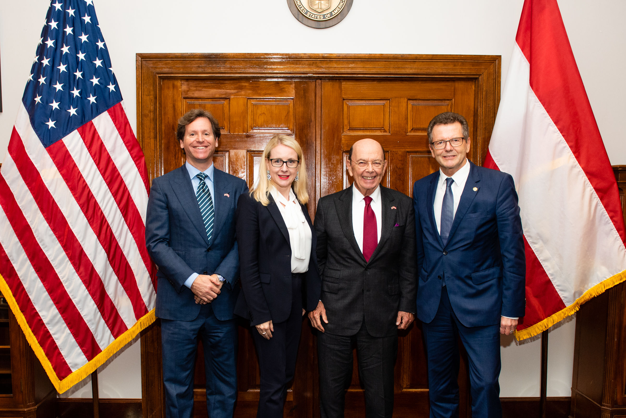 From left to right: U.S. Ambassador to Austria Trevor Traina, Federal Minister for Digital and Economic Affairs Margarete Schramböck, U.S. Secretary of Commerce Wilbur Ross, and Austrian Ambassador Wolfgang Waldner (c) Philipp Hartberger