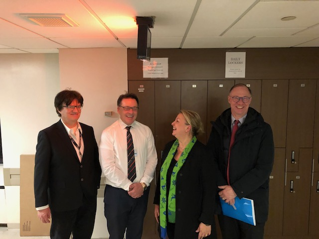 from left: Dr. Christian Forst, Dr. Michael McCarry, Minister Beate Hartinger-Klein and Austrian Consul General Helmut Boeck at the Mount Sinai-Hospital