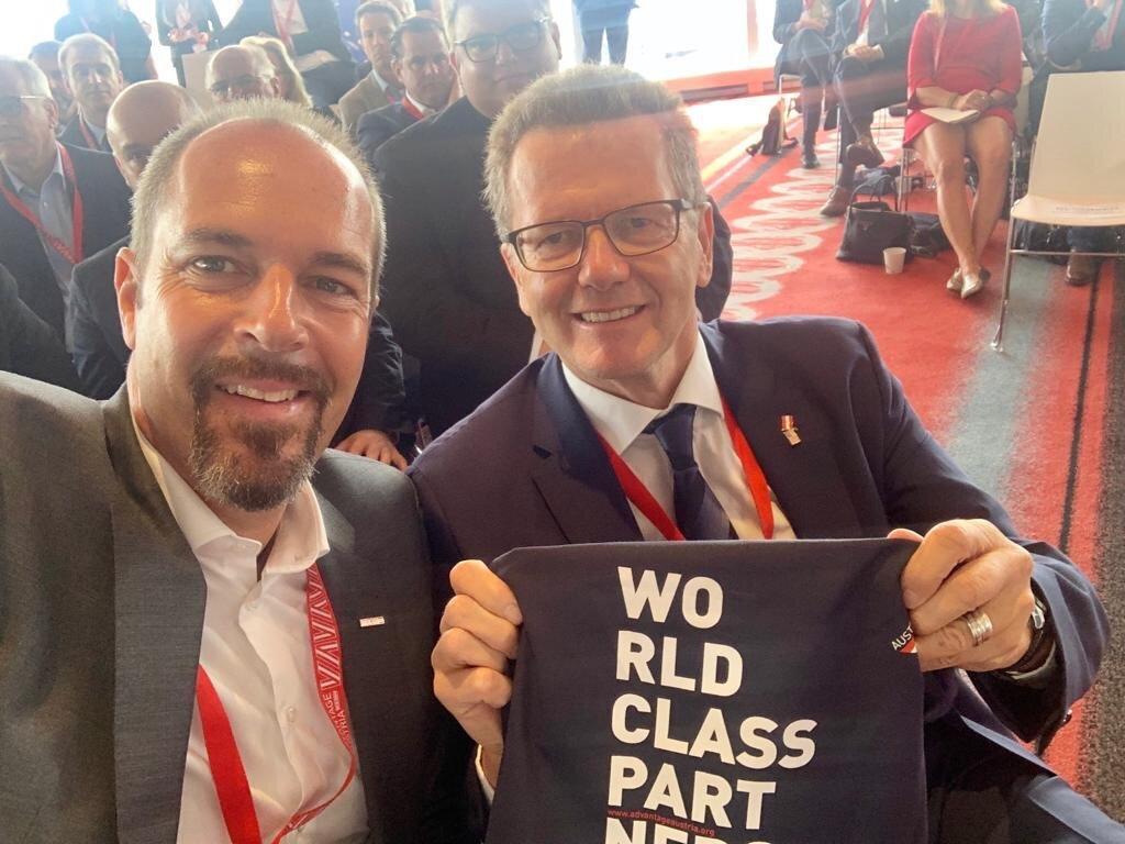From left: Austrian Economic Chamber Vice President Jürgen Roth with Ambassador Wolfgang Waldner (c)  https://twitter.com/WaldnerWolfgang