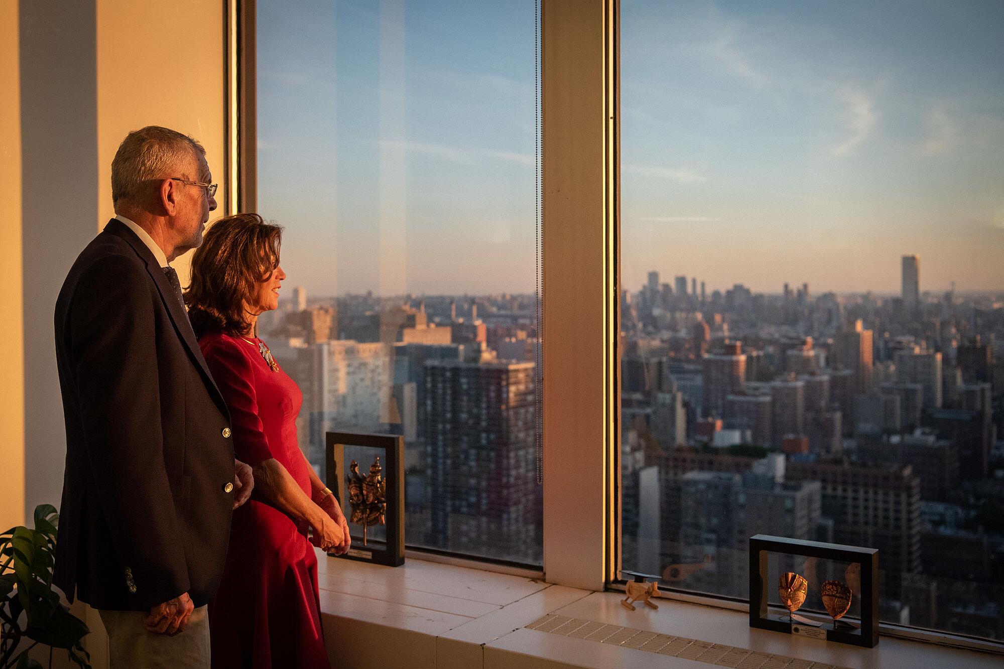 Federal President Alexander Van der Bellen and Federal Chancellor Brigitte Bierlein get a glimpse of Manhattan while attending the 74th UN General Assembly in New York City.    Photo: Carina Karlovits/HBF