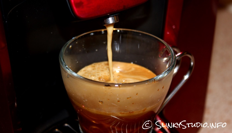 AEG Favola Cappuccino Coffee Machine Brewing.jpg