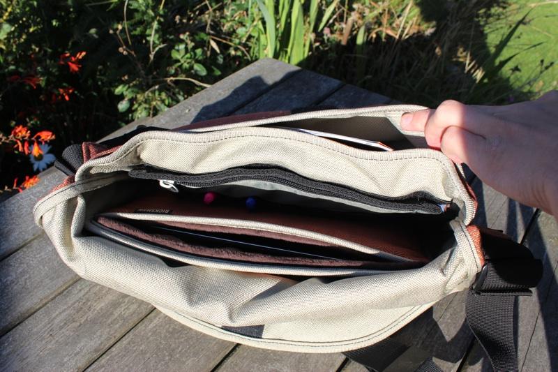Rickshaw iPad Messenger Bag Interior.jpg