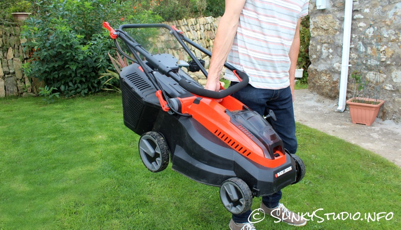 Black & Decker 36V Li-Ion Cordless Lawnmower Carry Handle.jpg