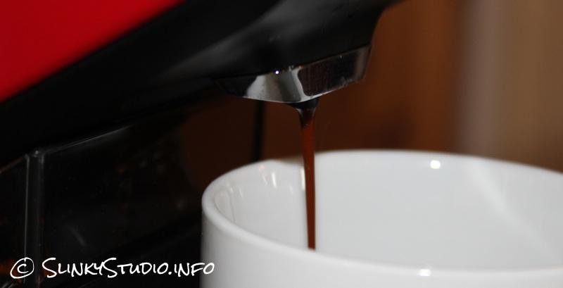 AEG Éspria Coffee Machine Brewing.jpg