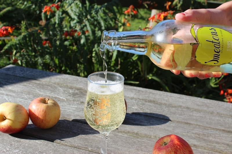 St. Ives Cider - Smeatons Sparkling Cider Pouring.jpg