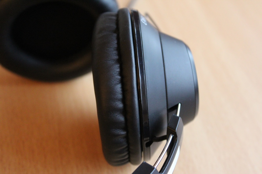 Brainwavz HM3 Headphones Close Up.jpg