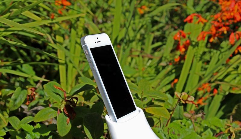 en&is Megaphonemini iPhone 5 Docked.jpg