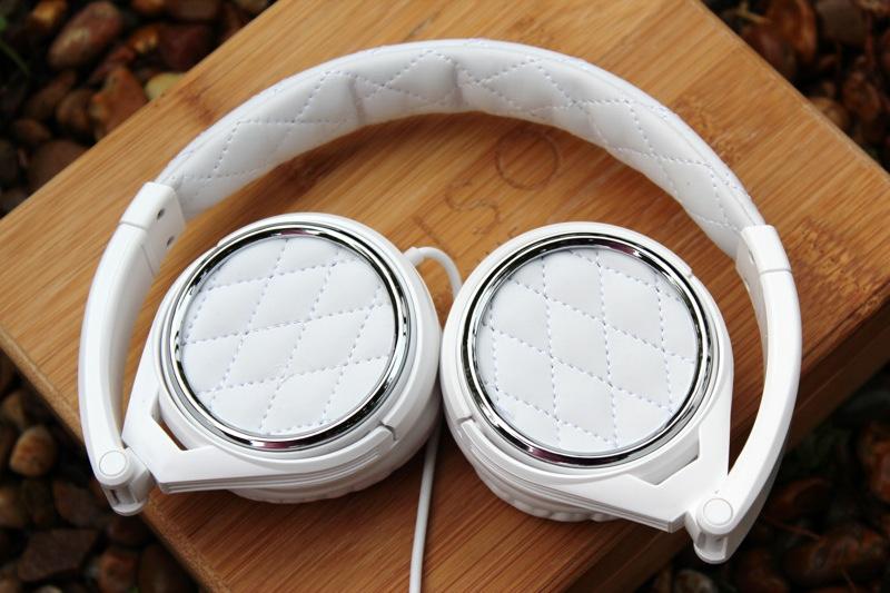 BigR Audio Madison Avenue Headphones Exterior Fold Cups.jpg