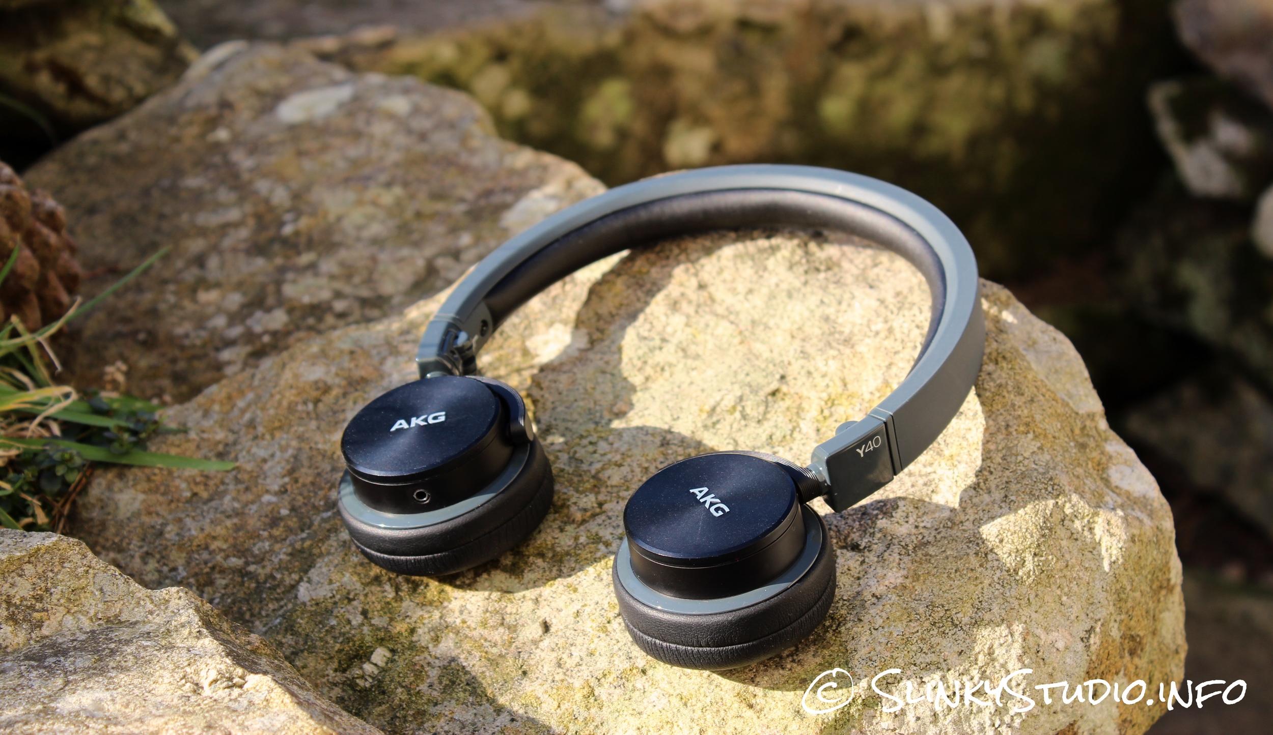 AKG Y40 Headphones