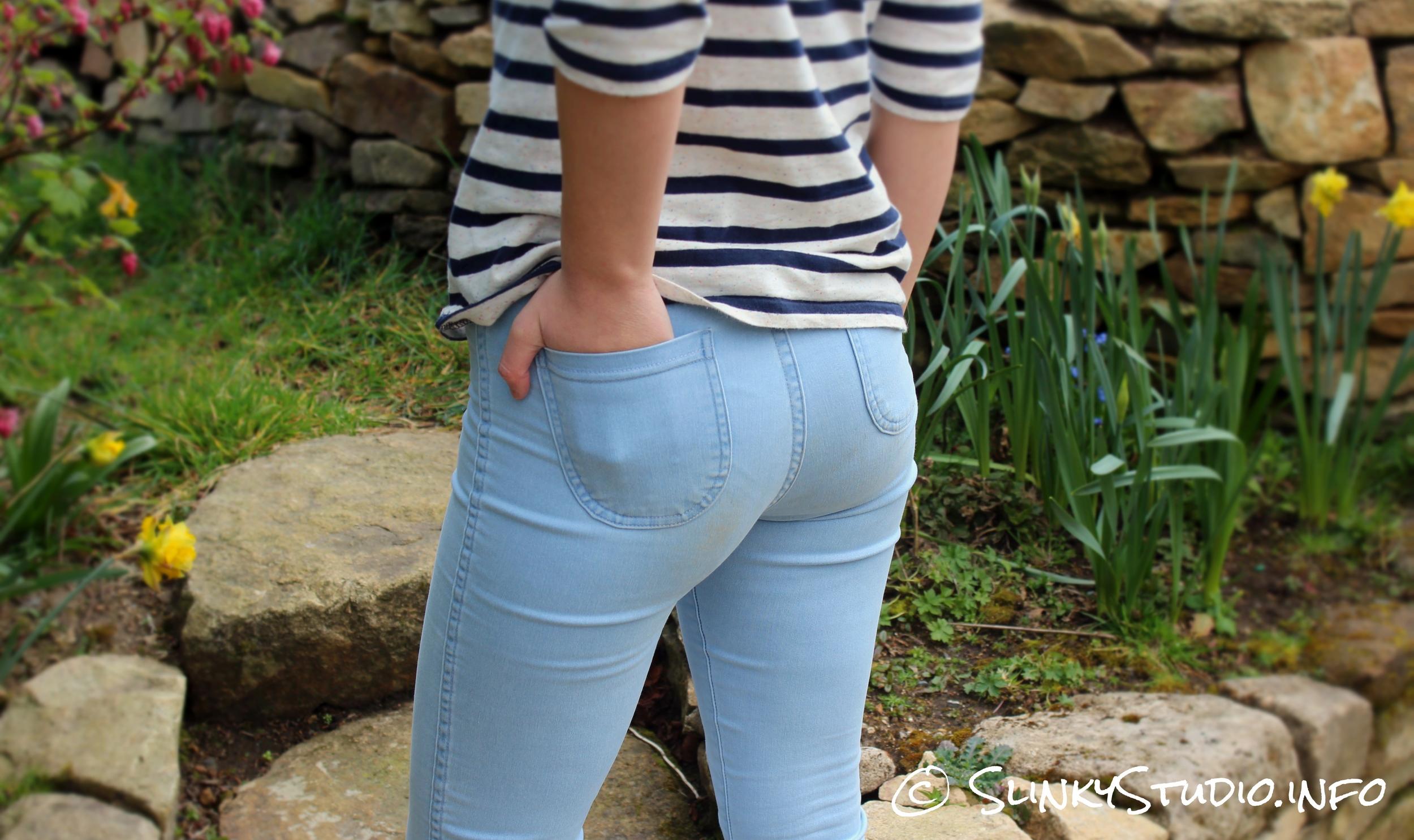 American Apparel Easy Jeans Medium Wash Back Pockets