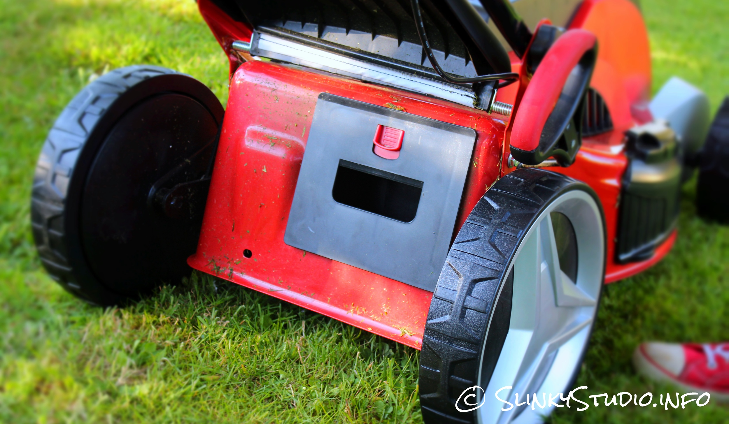 Cobra MX46S40V Cordless Lawnmower Mulching Plug