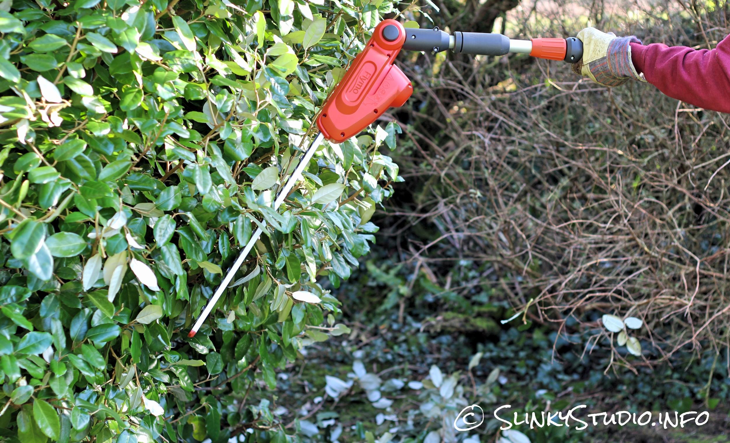 Flymo SabreCut XT Cordless Hedge Trimmer Sideways Cutting Hedge.jpg