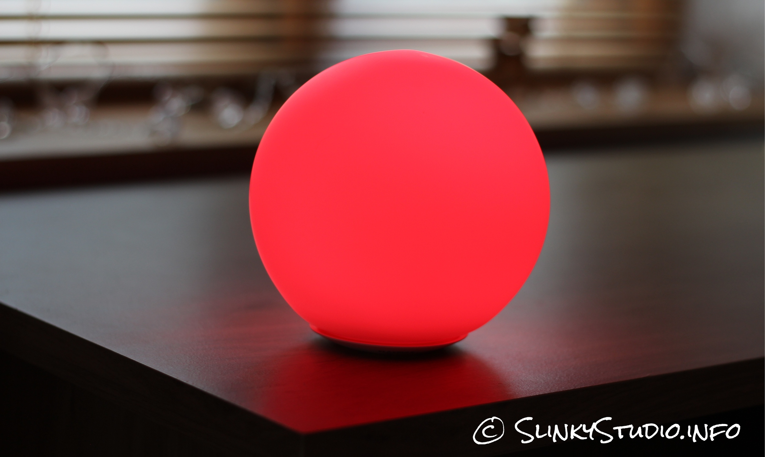 MiPow Playbulb Sphere Light Red.jpg
