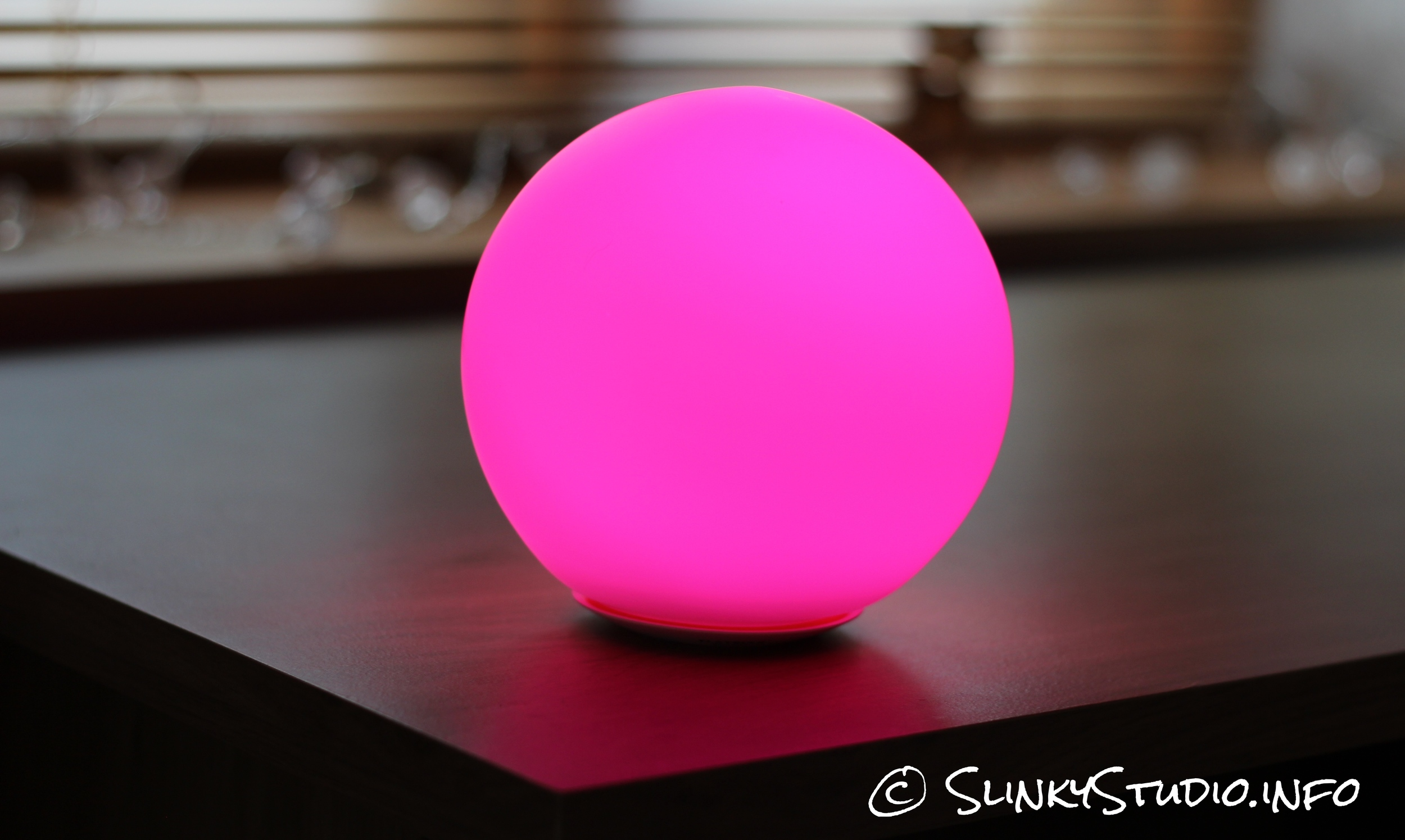 MiPow Playbulb Sphere Light Pink.jpg