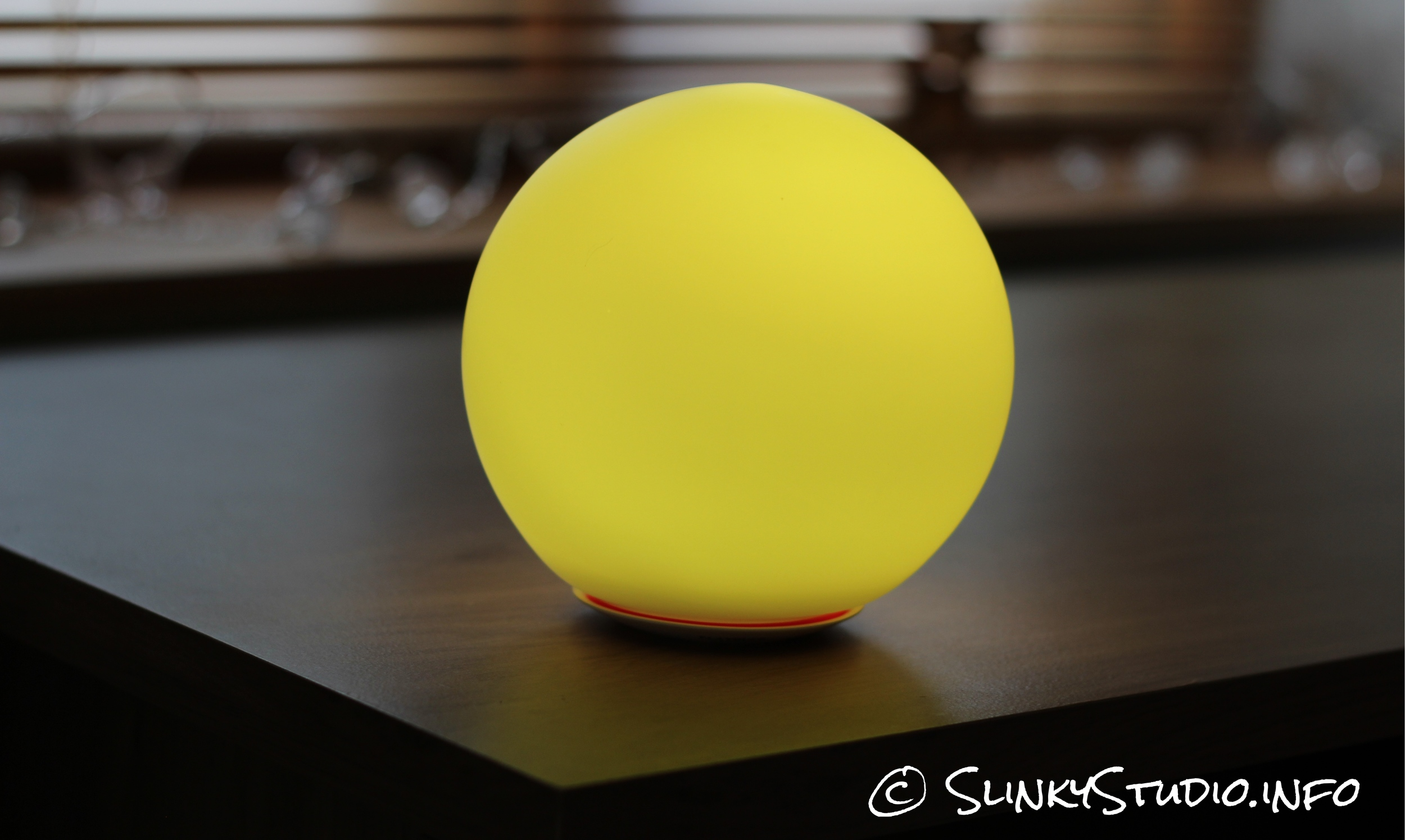 MiPow Playbulb Sphere Light Yellow.jpg