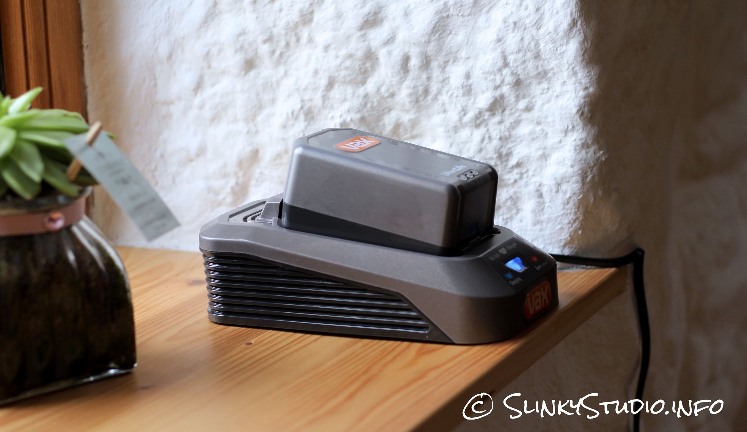 Vax Air Cordless Lift Battery Charger.jpg