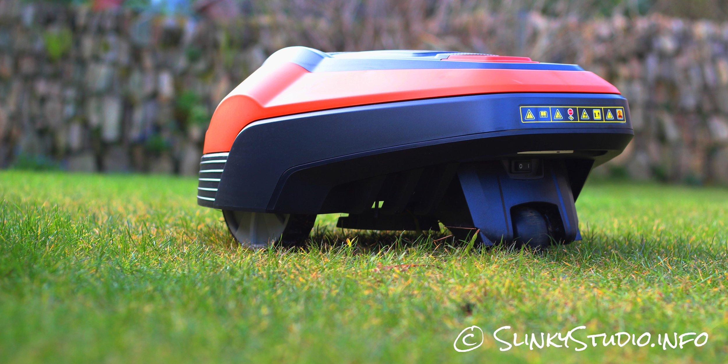 Flymo Robotic 1200R Lawnmower Low View.jpg