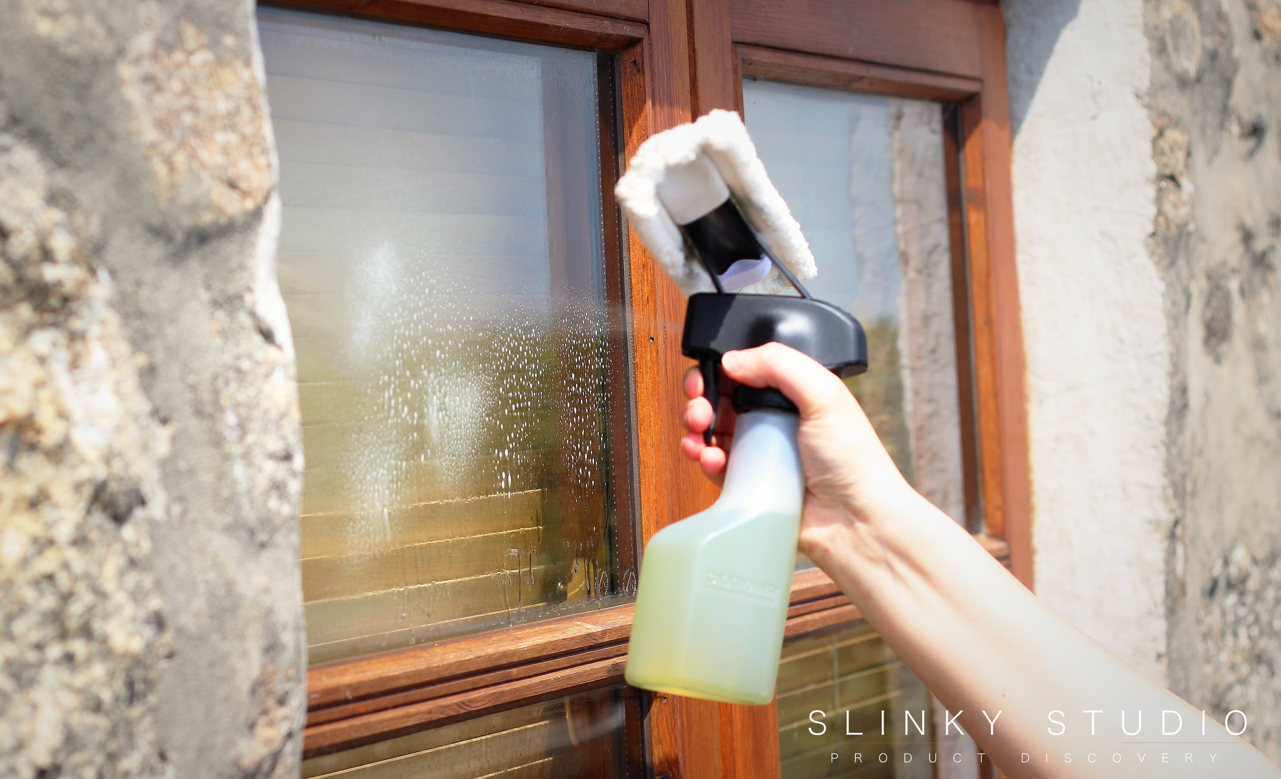 Kärcher WV5 Premium Window Vac Spraying Window.jpg