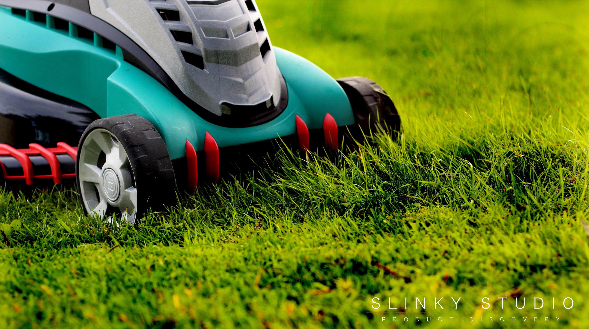 Bosch Rotak 43 LI Ergoflex Cordless Lawnmower Grass Combs.jpg