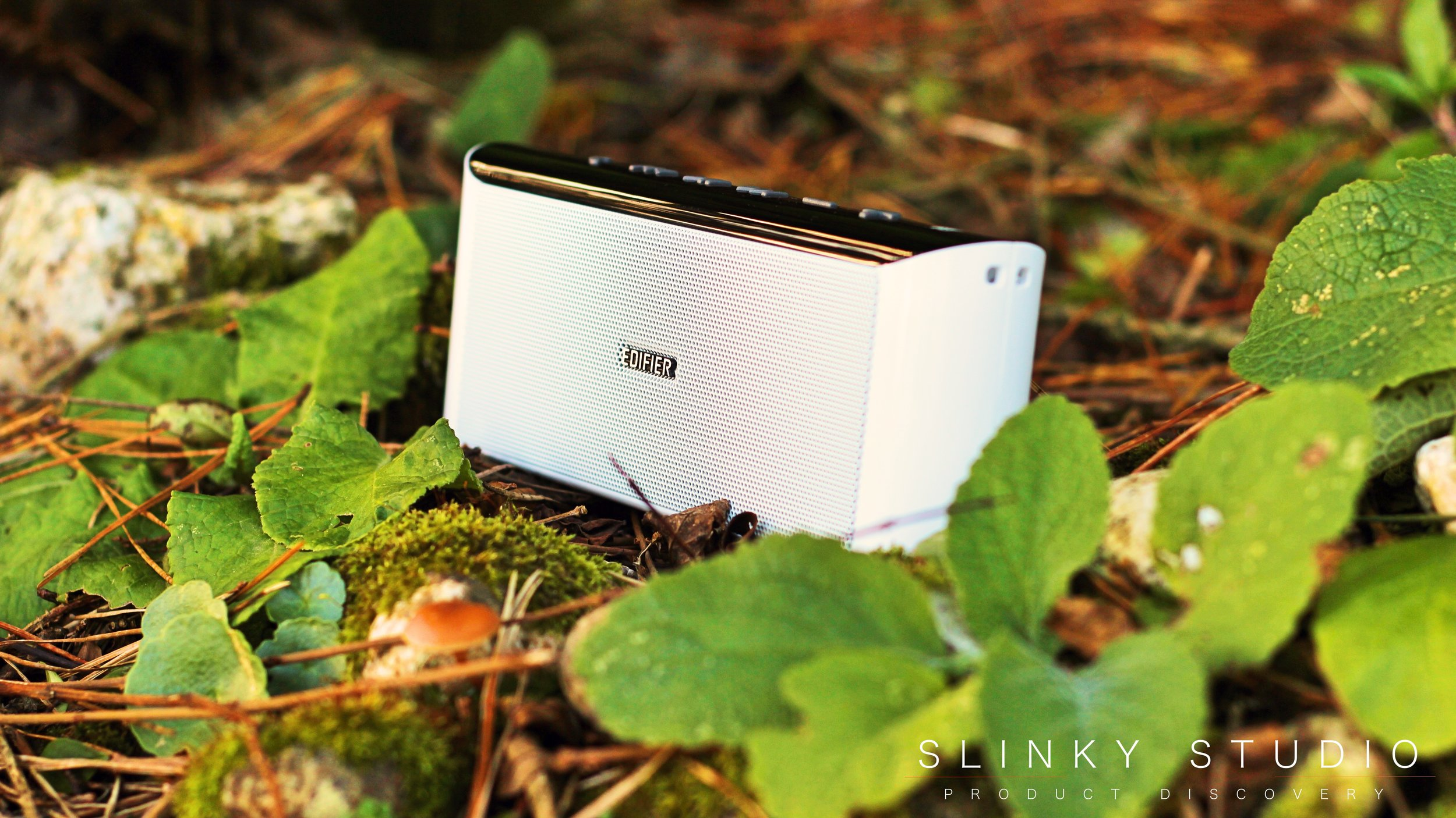 Edifier MP233 Speaker White Outdoors.jpg