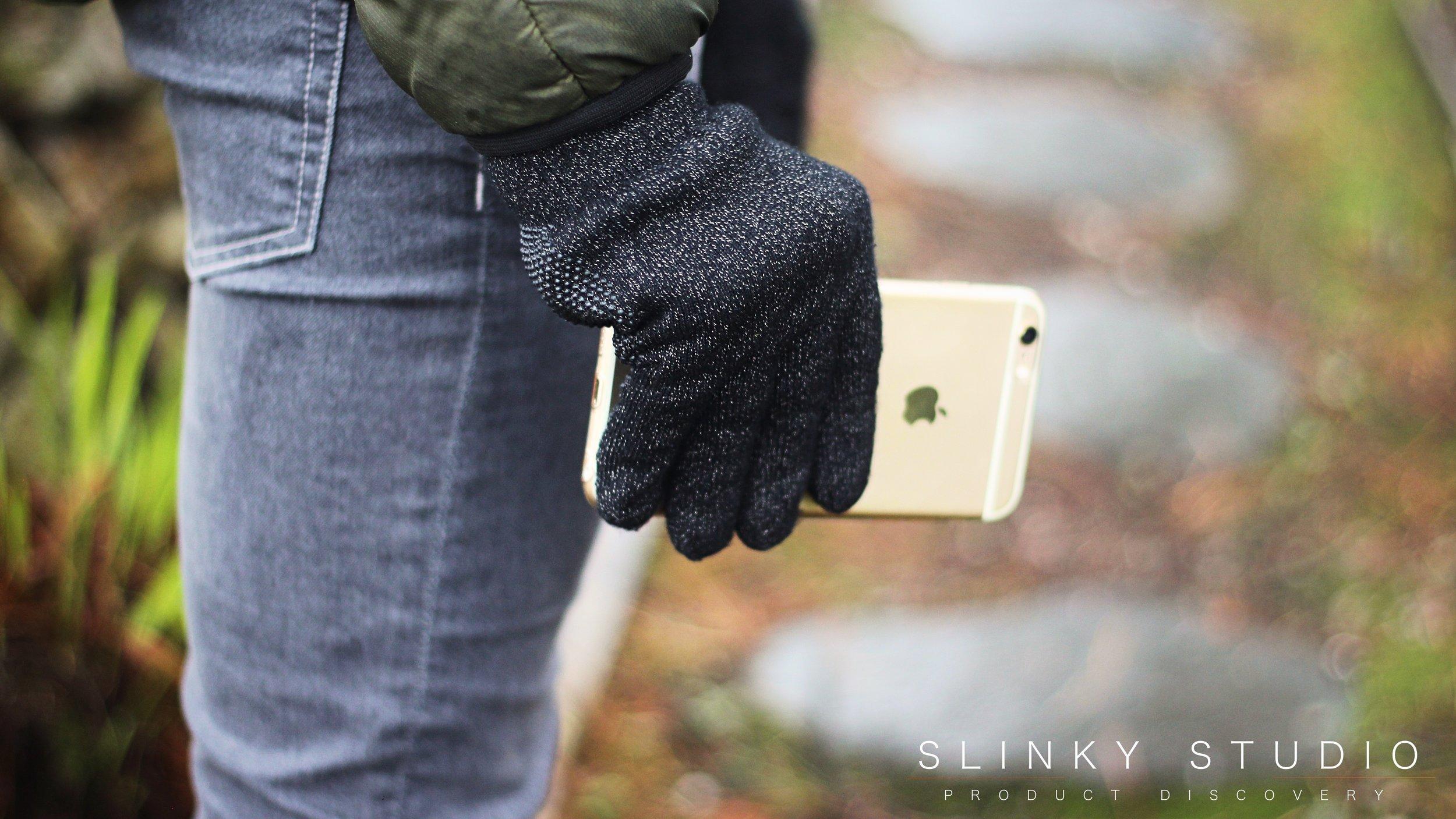 Mujjo Touchscreen Gloves iPhone 6s Plus Held in Hand.jpg