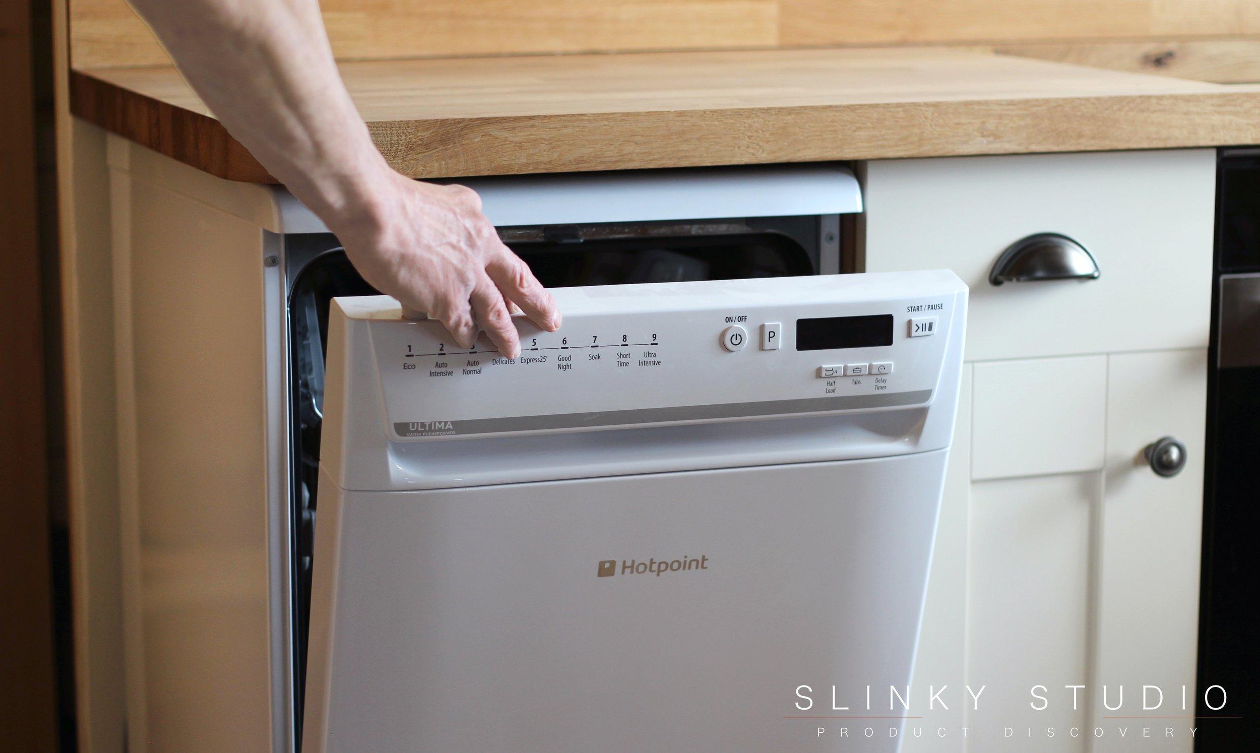 Hotpoint Ultima Slimline Dishwasher Handle Opening.jpg