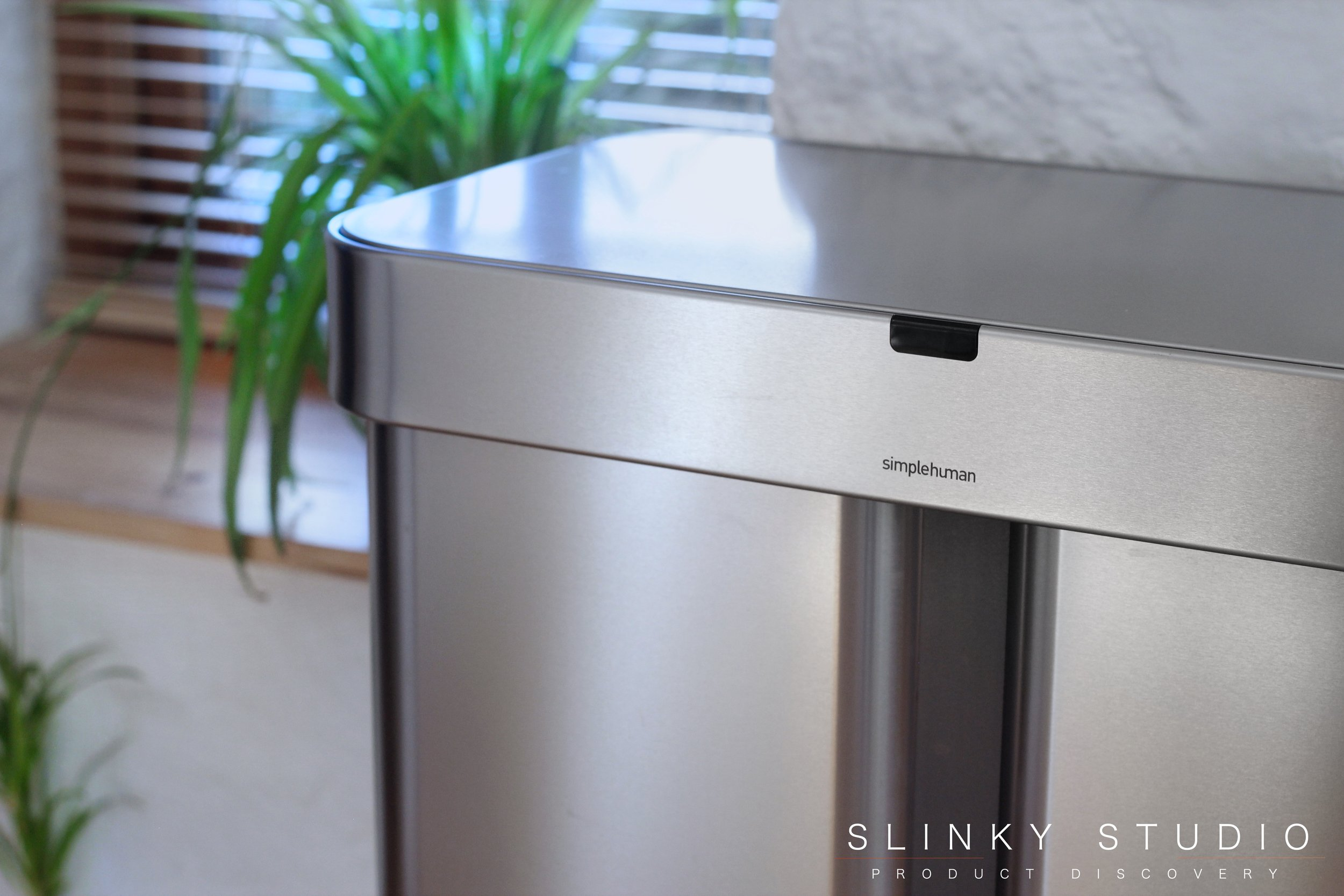 simplehuman 58L Voice Activated Dual Compartment Sensor Bin Close Up.jpg