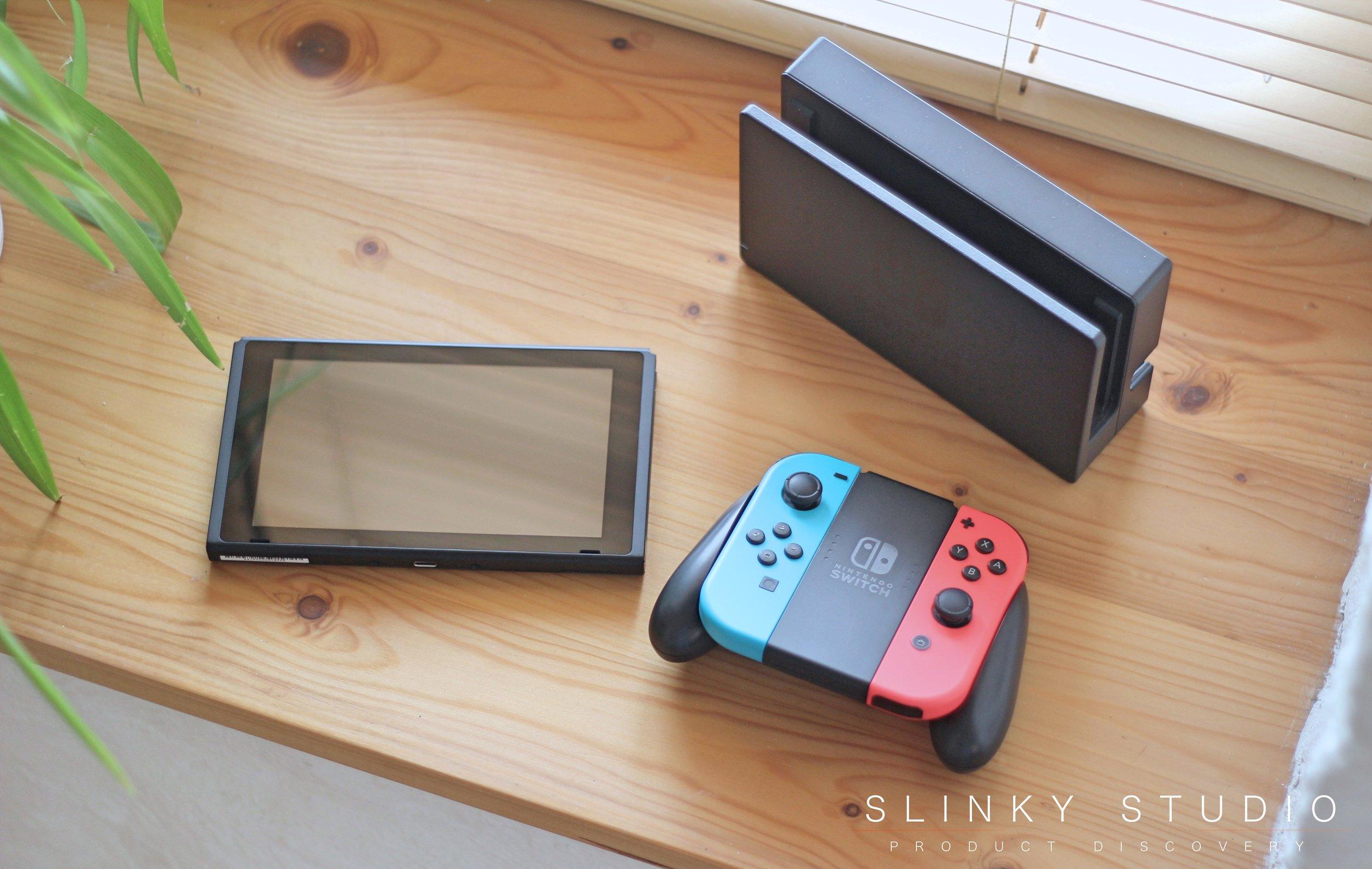 Nintendo Switch Dock, Tablet Screen & Joy Con Grip.jpg