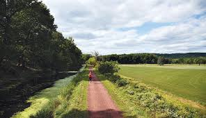 - All runs start & finish in beautiful Tinicum Park!