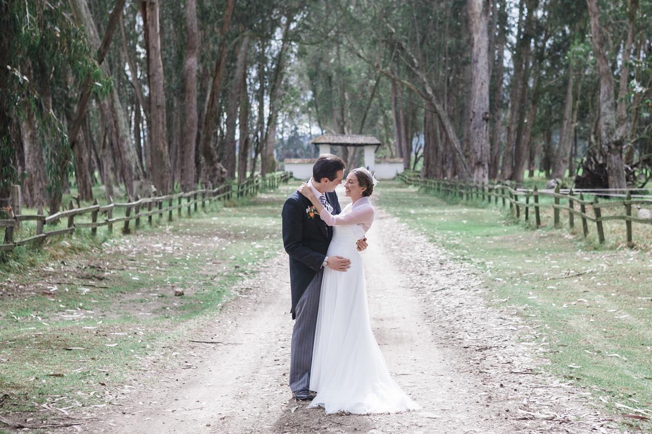 29-fotografia-de-matrimonios-eventos-wedding-photography-colombia-bogota-tenjo-los-laureles-hacienda.jpg
