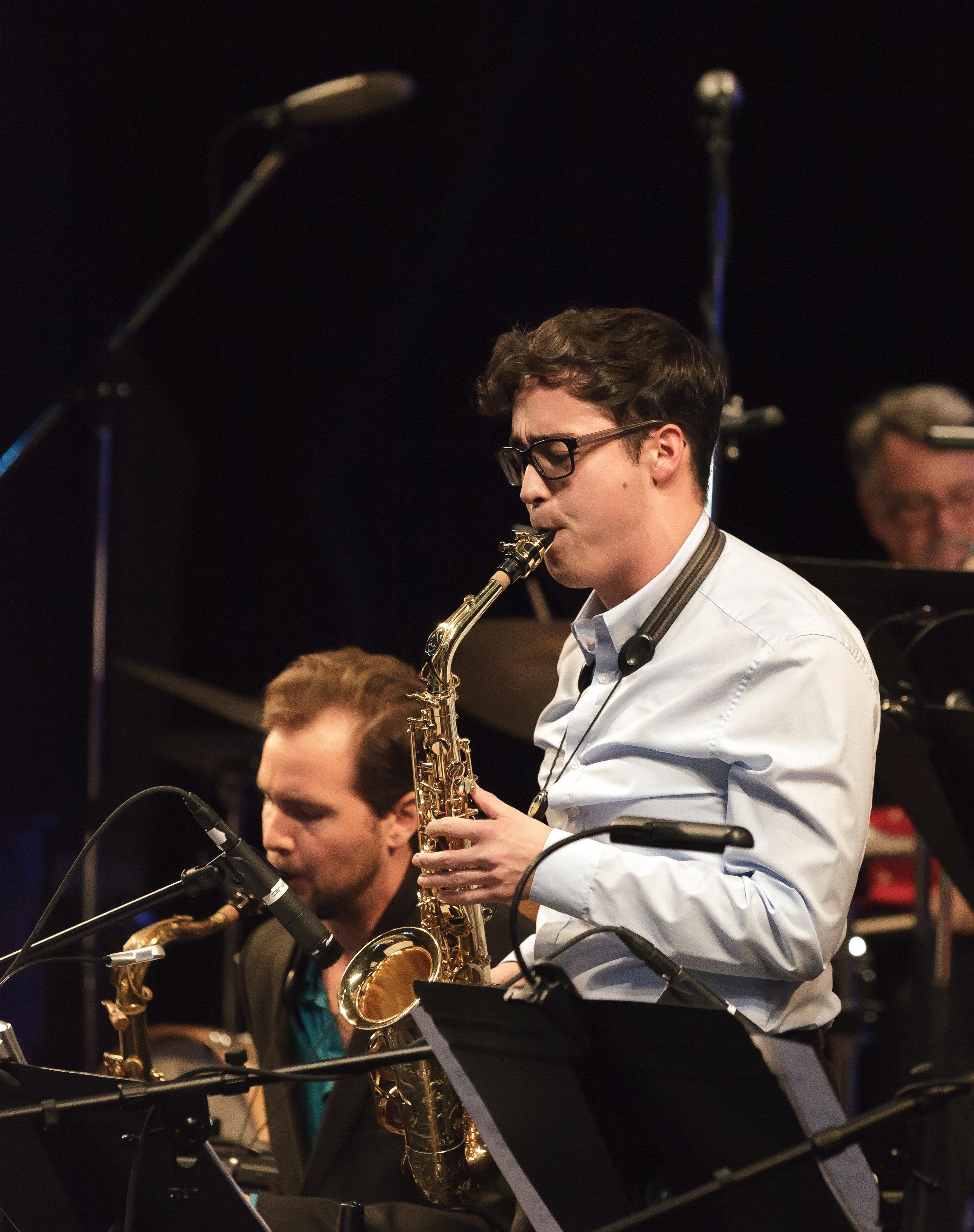Tomo Downs, alto sax