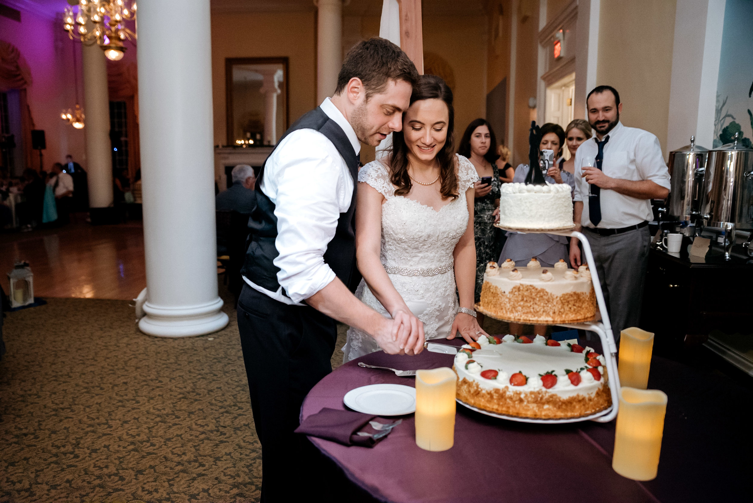 Washington DC Wedding Photos - Cake cutting