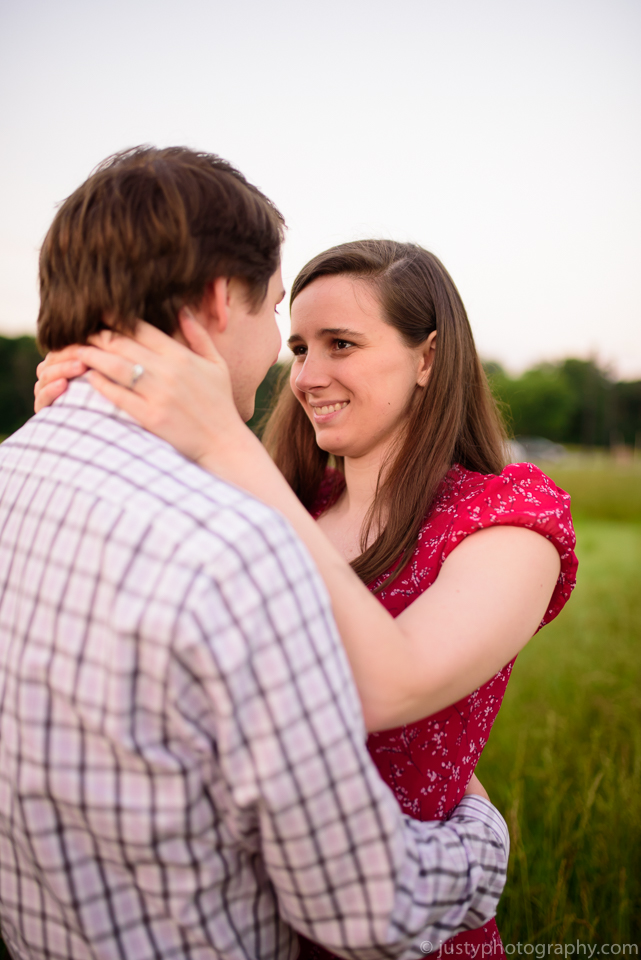 Engagement photo poses outdoors. Ideas from Virginia wedding photographer.