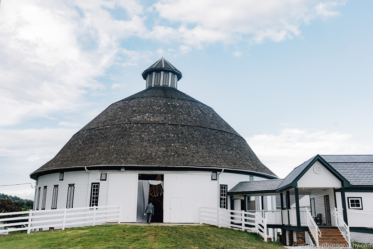 Historic Round Barn wedding photos