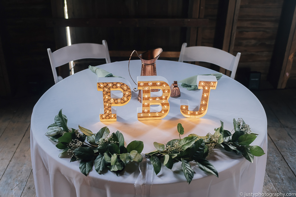 Historic Round Barn wedding photos - Center pieces