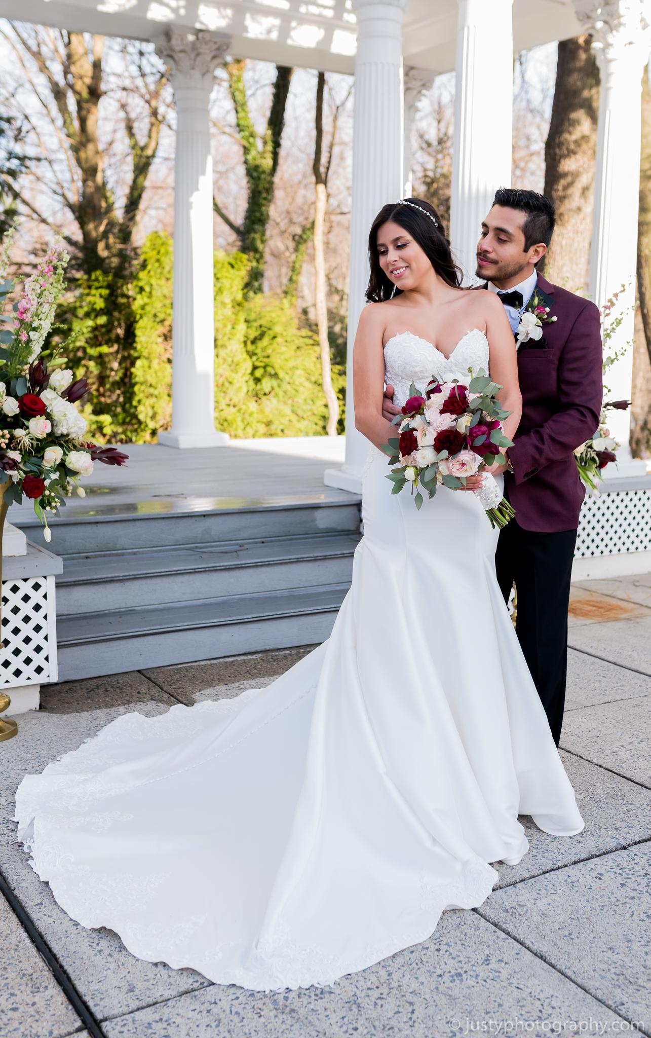 Ceresville Mansion Wedding Photos-Bride and Groom Portrait.jpg
