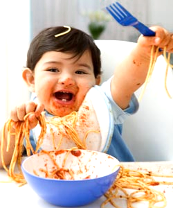 messy-baby-eating-in-high-chair250aaol-lifestyle-uk111010-thumb-250x300-392646.jpg