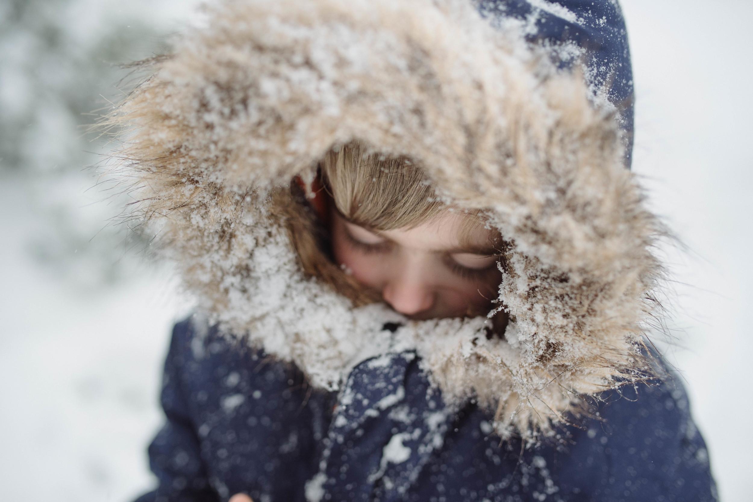 snow day portrait family photographer Mariah Fisher.jpg