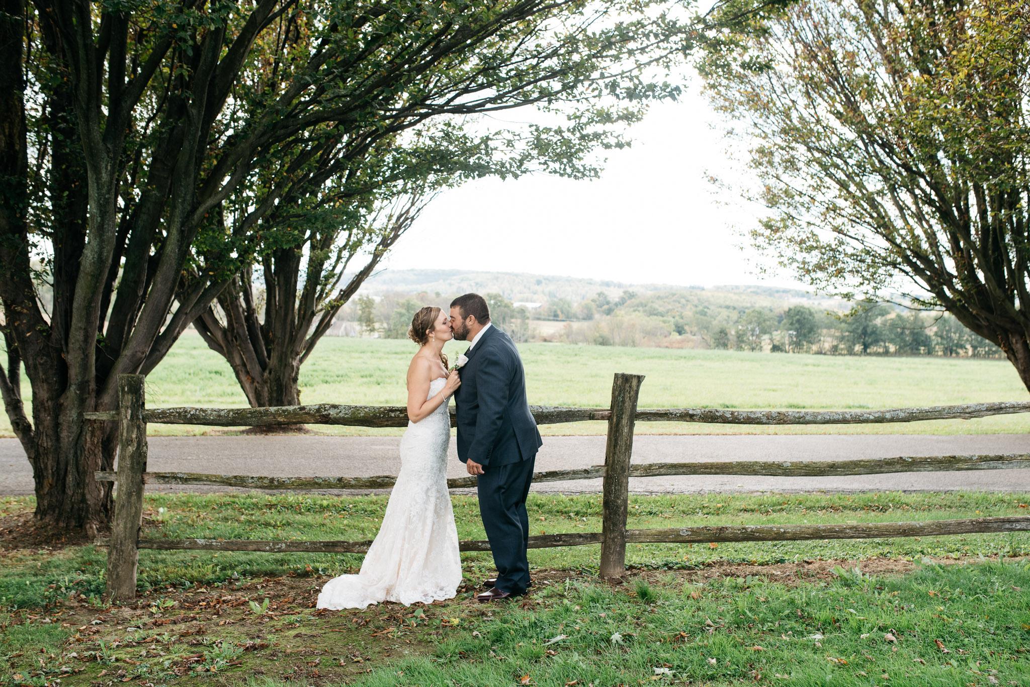 pittsburgh-ligonier-wedding-photographer-the-event-barn-at-highland-farms-1004.jpg