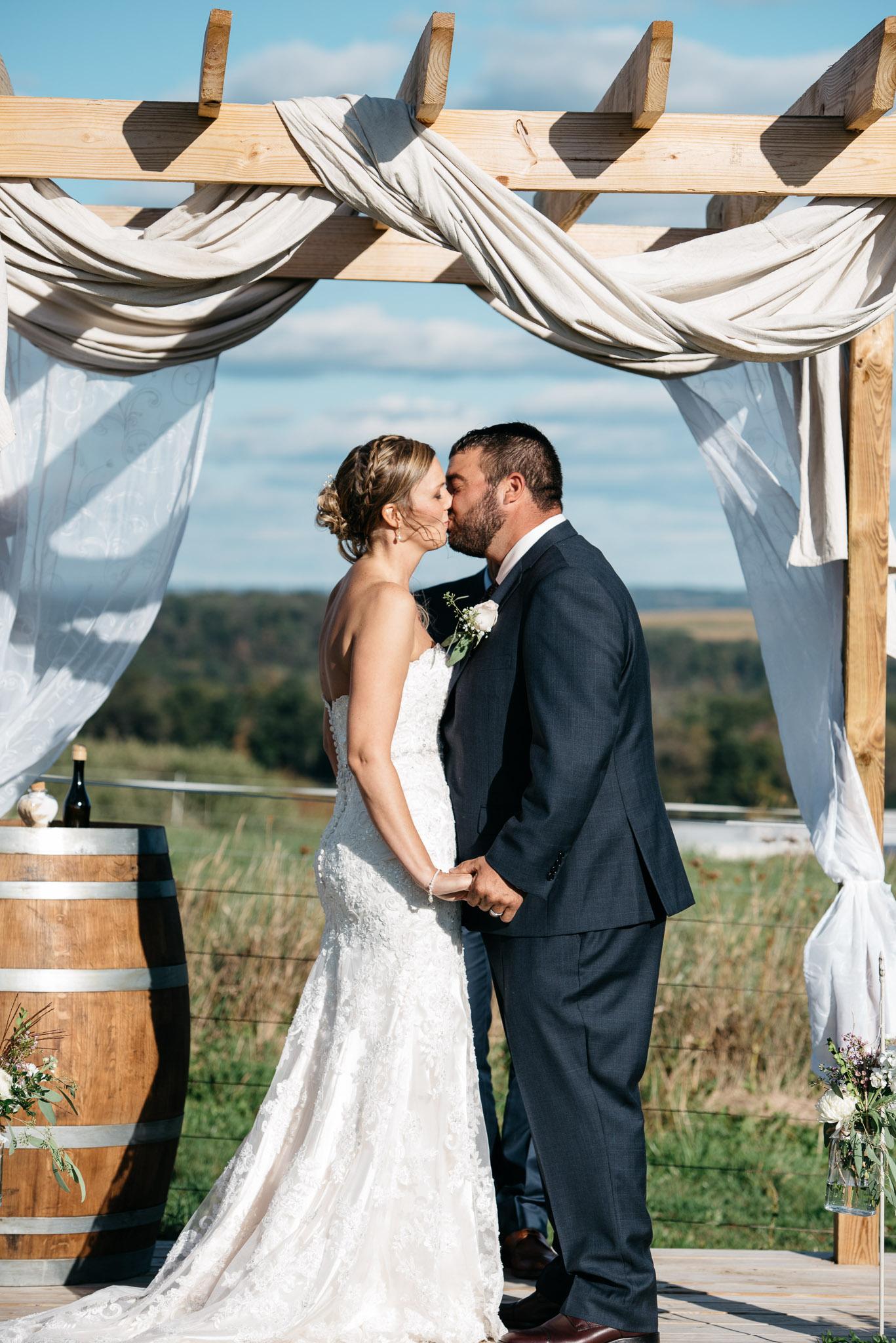 pittsburgh-ligonier-wedding-photographer-the-event-barn-at-highland-farms-25.jpg