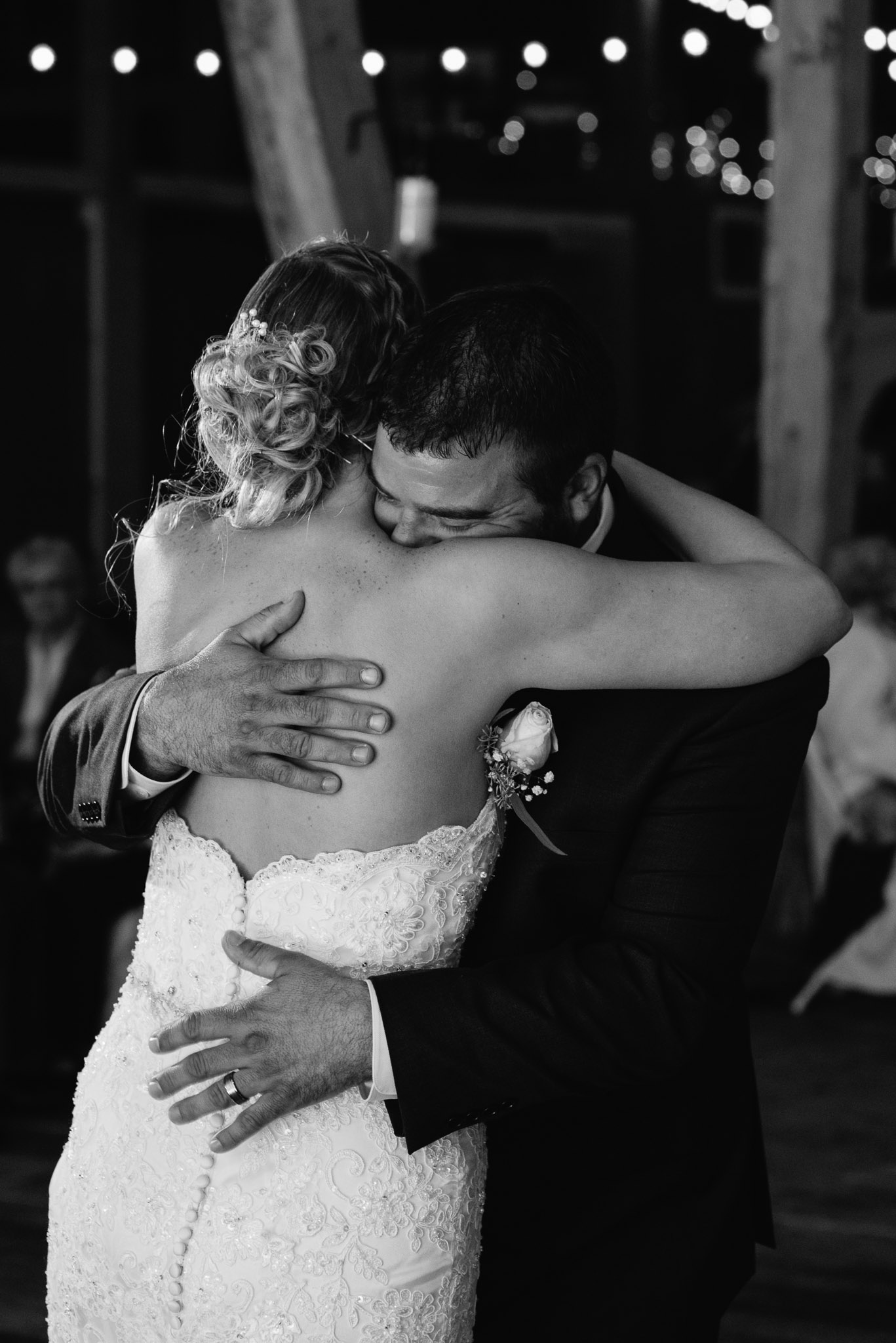 pittsburgh-ligonier-wedding-photographer-the-event-barn-at-highland-farms-41.jpg