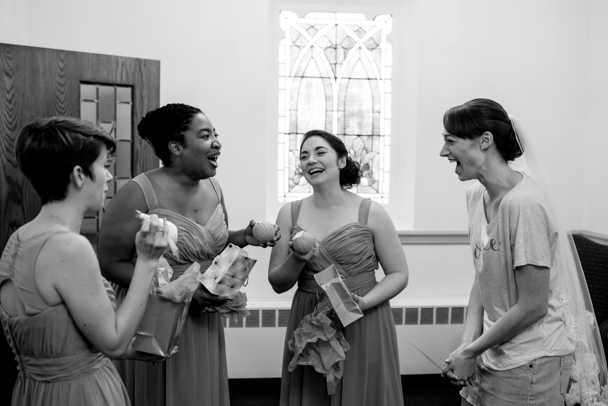 bridal-party-getting-ready-pittsburgh-wedding-photography