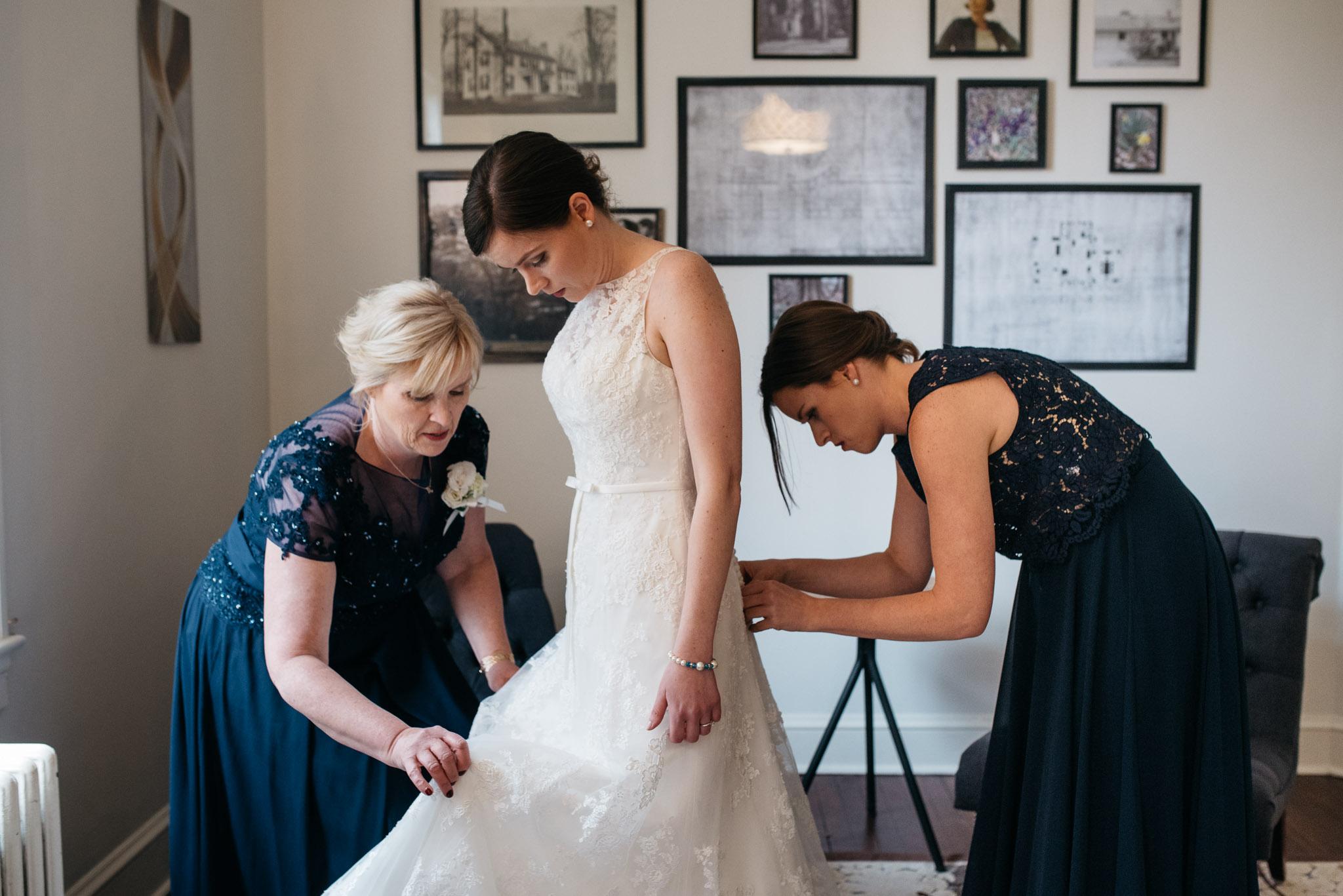 Mariah Fisher Photography Bride getting ready Rust Manor VA Wedding-4.jpg