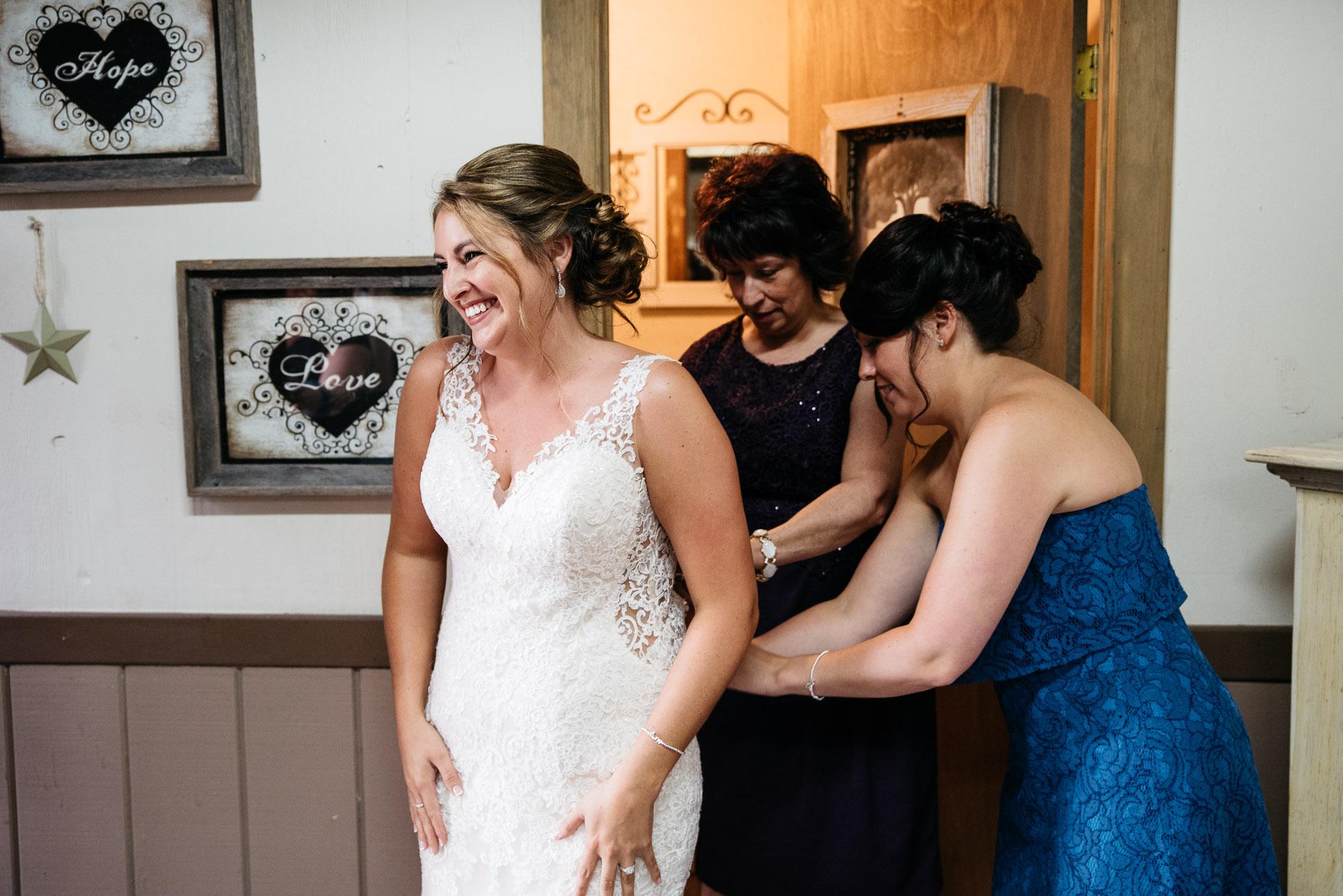 PA Wedding photographer, The Hayloft of PA, Mariah Fisher, Pittsburgh PA wedding photographer-9.jpg