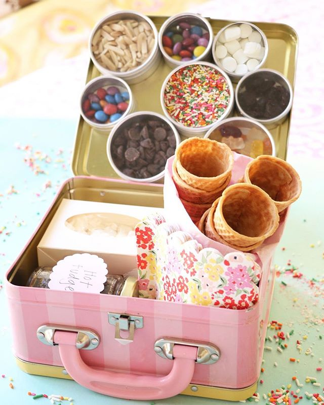 The perfect holiday gift! A #DIY ice cream cone making kit with all of your favorite toppings! Now what could be better than that??⠀ • • • • ⠀ #diygift #holidaygift #giftguide #hautegirls #diy #maker #makersgonnamake  #hautehallmark #hautegirls #sprinkledonuts #unicorn #makeithappen #inspiration #abeautifulmess #abeautifulmesslife #abm #abmathome #abmlifeiscolorful #acolorstory #abmlife #pursuepretty #darlingmovement #awwsamlifeissweet #myunicornlife #livecolorfully #studiodiy #sisterbloggers #studiodiylovespink #prettylittlethings #makeithappen #lastminutegift