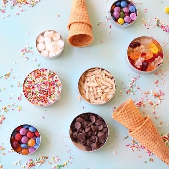 Sundae funday! What's your favorite ice cream topping?🍦 #hautegirls #sundae #sugarrushsunday  #abmlifeissweet #abmhappy